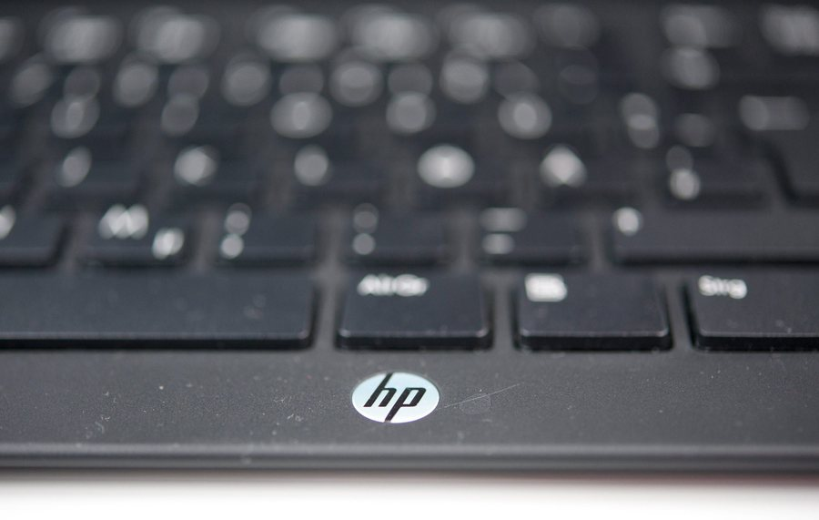 epa03479418 (FILE) The keyboard of a Hewlett-Packard computer with logo is pictured at an electronics shop in Berlin, Germany, 19 August 2011. US technology giant Hewlett Packard (HP) on 20 November 2012 reported a quarterly net loss of 6,85 billion USD million, partly due to an unexpected charge of 8,8 billion USD that is related to its purchase of software company Autonomy. HP, that employs more than 300,000 people around the globe, said their net revenue fell 6,7 per cent to 29,26 billion USD.  EPA/JOERG CARSTENSEN *** Local Caption *** 50354501