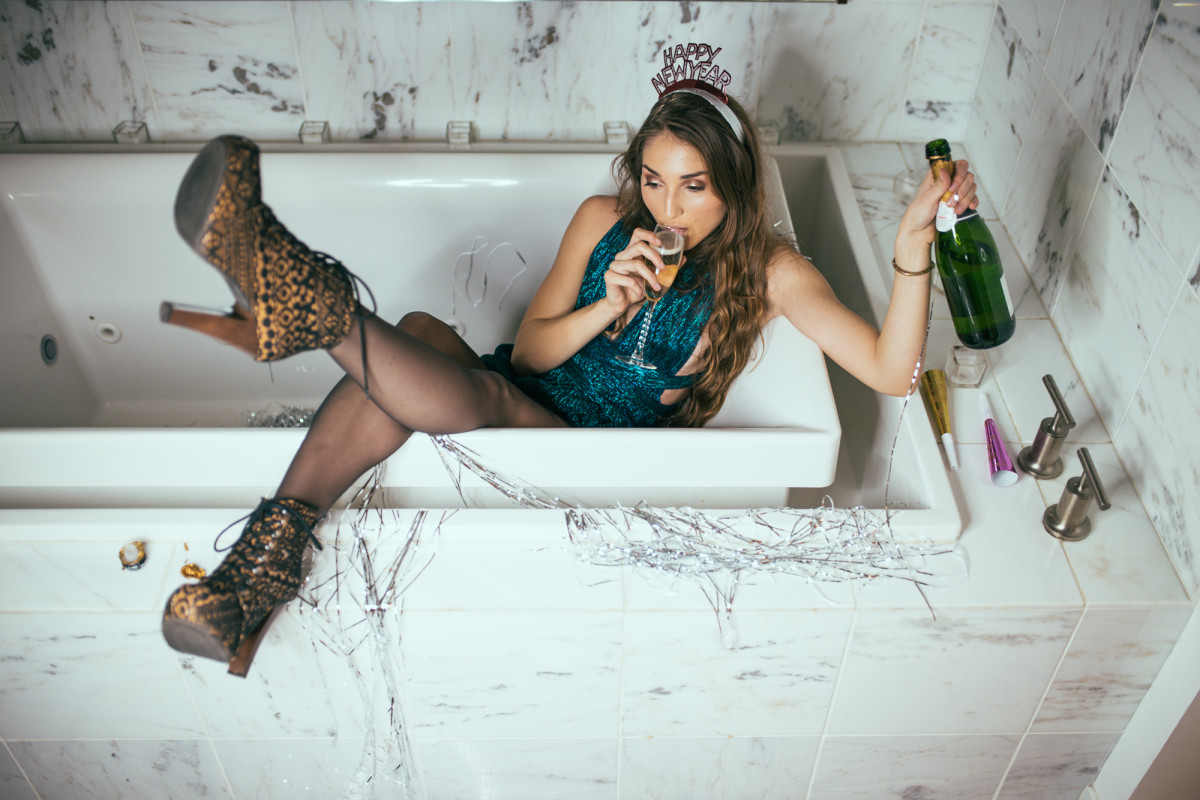 new-years-eve-model-marie-noelle-orlando-lays-bathtub-heels-dress-after-party-champagne-drinking-photoshoot