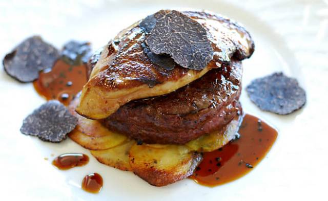 Cooking Politics: Tournedos βοδινού με foie gras