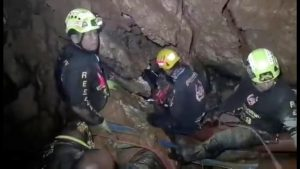 Ruamkatanyu Foundation rescuers are seen trying to find alternative entrance to the Tham Luang cave complex, where 12 boys and their soccer coach are trapped, in the northern province of Chiang Rai, Thailand, in this screen grab of a video taken July 5, 2018.  FACEBOOK/ANYAWUT PHO-AMPAI/via REUTERS THIS IMAGE HAS BEEN SUPPLIED BY A THIRD PARTY. MANDATORY CREDIT. MUST ON SCREEN COURTESY FACEBOOK/ANYAWUT PHO-AMPAI NO RESALES. NO ARCHIVES