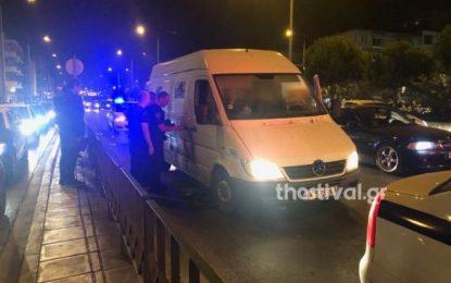 Σέρρες: Περιπετειώδης σύλληψη διακινητή προσφύγων – Έριξε το αυτοκίνητο στις μπάρες για να μην τον πιάσουν