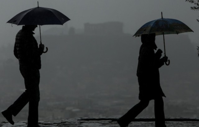 Καιρός: Βροχές και ομίχλη σήμερα