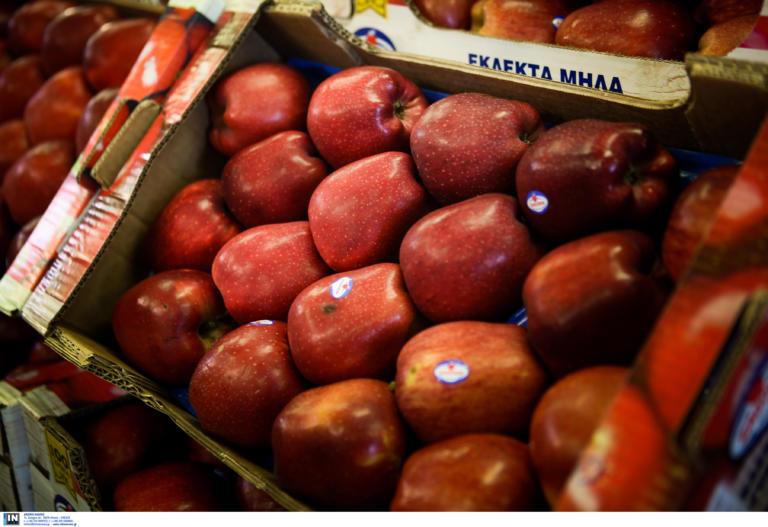 Λάρισα: Ένα μήλο παραλίγο να στοιχίσει τη ζωή σε δίχρονο αγοράκι! Το έσωσε η μητέρα του