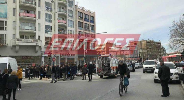 Σέρρες: Άγριος καυγάς και ξύλο στην Πλατεία Εμπορίου (Εικόνες)