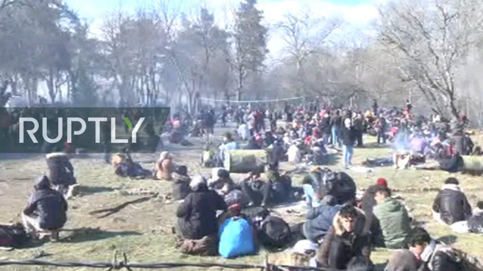LIVE εικόνα από την Αδριανούπολη – Ορδές προσφύγων περιμένουν να περάσουν τα σύνορα