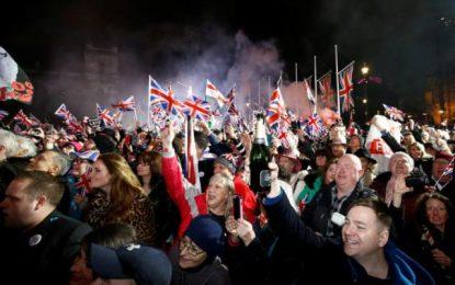 Brexit: Άνοιξαν σαμπάνιες στο Λονδίνο για την ιστορική έξοδο! Ολονυχτία και θλίψη για τους ευρωπαϊστές