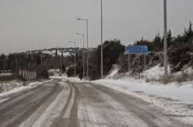 Κλειστός λόγω χιονόπτωσης ο δρόμος Χορτιάτη Αγ. Βασιλείου – 20 εκχιονιστικά στην Κεν. Μακεδονία