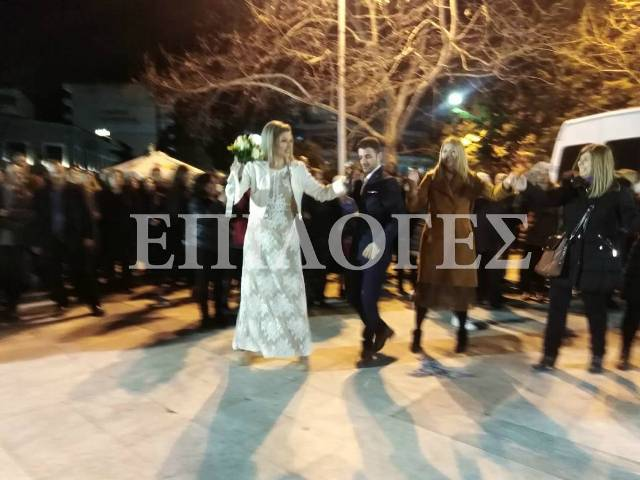Νεόνυμφο ζευγάρι έσυρε τον χορό στη Σερραϊκή «Mascarata (Βίντεο)
