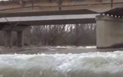 Σέρρες: Πινακίδα στη γέφυρα του Στρυμόνα ενημερώνει ότι επιτρέπονται οχήματα έως 1,5 τόνο- Ανησυχία των κατοίκων(βΊΝΤΕΟ)