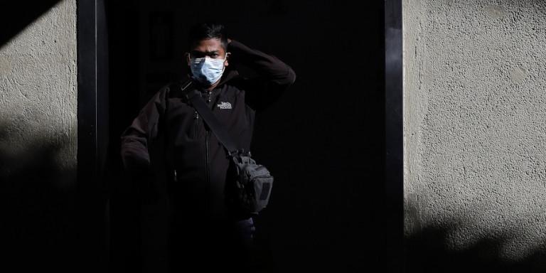 Bloomberg: Η Κίνα «θυσιάζει» μία επαρχία για να σώσει τον κόσμο από τον κορωνοϊό