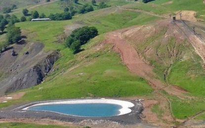 «Η λίμνη της αγάπης» στο Μέτσοβο – Σε σχήμα καρδιάς με σμαραγδένια νερά (Βίντεο)