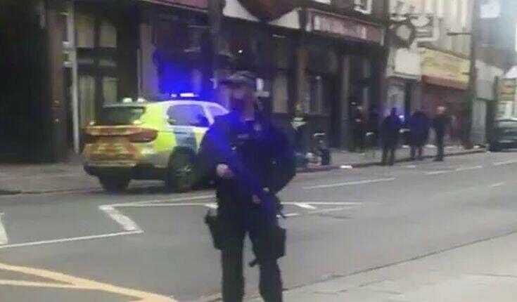 Συναγερμός στο Λονδίνο: Επίθεση με μαχαίρι -Δύο τραυματίες, νεκρός από τα πυρά της αστυνομίας ο δράστης