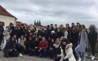 «Εφιάλτης» στην Πράγα για 17 μαθητές από τη Ρόδο(Εικόνες)