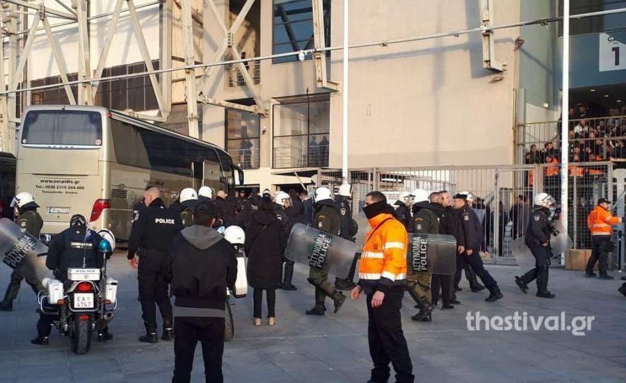 Χωρίς προβλήματα η άφιξη του Ολυμπιακού στην Τούμπα- Με Σαββίδη και Πρίγιοβιτς η αποστολή του ΠΑΟΚ (Εικόνες)