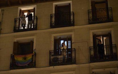 Ισπανία: Προπηλακίζουν, φτύνουν και βρίζουν όσους βλέπουν να κυκλοφορούν – Η «Αστυνομία των μπαλκονιών»
