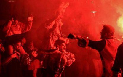 Άγριο ξύλο μεταξύ καρναβαλιστών στην Πάτρα (ΒΙΝΤΕΟ)