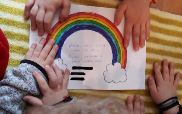 Σέρρες: 7χρονοι μαθητές λένε «Όλα θα πάνε καλά» σε Ιταλούς φίλους τους