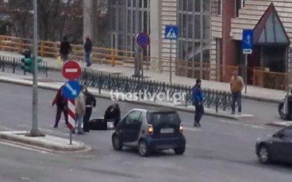 Θεσσαλονίκη: Αυτοκίνητο παρέσυρε και τραυμάτισε ηλικιωμένη (Εικόνα)