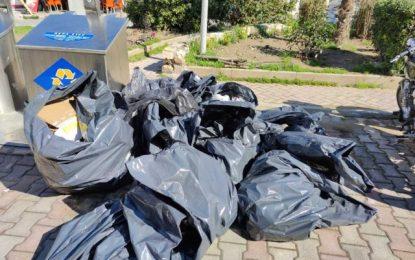 Σέρρες: Εικόνες ντροπής στην οδό Ερμού – Στο δρόμο οι σακούλες σκουπιδιών με άδειους κάδους. (Εικόνες)