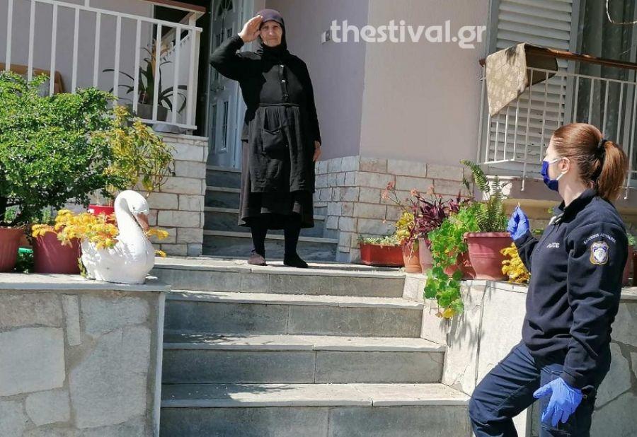 Σέρρες: Αστυνομικοί στο πλευρό των ηλικιωμένων εν μέσω κορωνοϊού (Bίντεο)