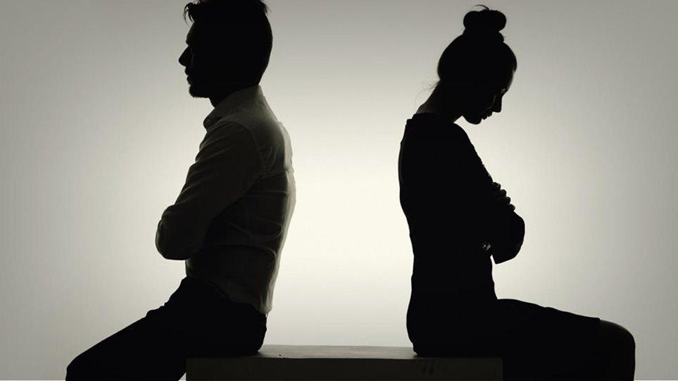 «Θέλω διαζύγιο» – Χαμός στα ληξιαρχεία και τα δικηγορικά γραφεία