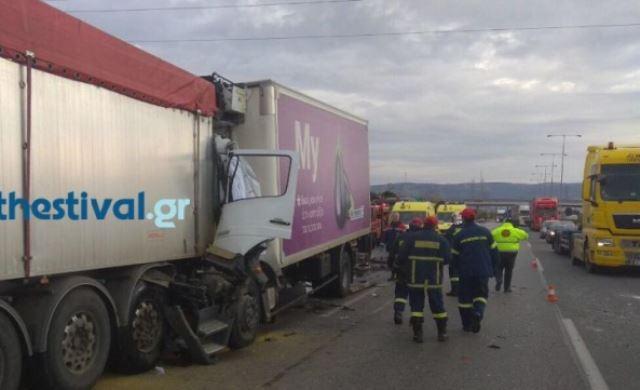 ΠΡΙΝ ΛΙΓΟ στη Θεσσαλονίκη: Σύγκρουση δύο φορτηγών στην ΠΑΘΕ – Κλειστά τα δύο ρεύματα