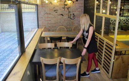 Η εστίαση επέστρεψε: Πελάτες γεμίζουν τα τραπεζάκια καφετεριών -Οι πρώτες εικόνες