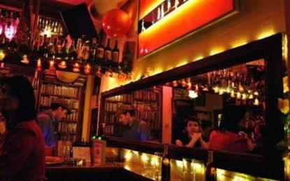FLOU: To ιστορικό μπαρ της Θεσσαλονίκης κατεβάζει ρολά μετά από 40 χρόνια(Εικόνες)