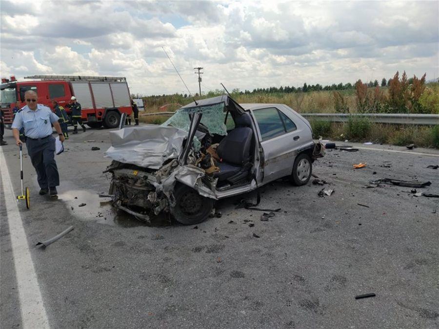 Λάρισα: Σφοδρή σύγκρουση ΙΧ με φορτηγό – Νεκρός ο οδηγός του αυτοκινήτου (Eικόνες)