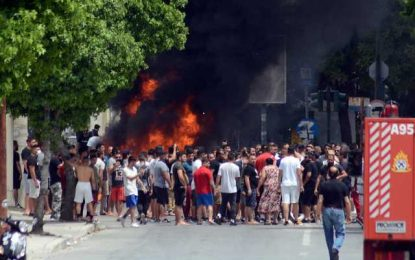 Λάρισα: Επιθέσεις σε δημοσιογράφους και σε Αγοραστό, Καλογιάννη στον οικισμό των Ρομά(Εικόνες&Βίντεο)