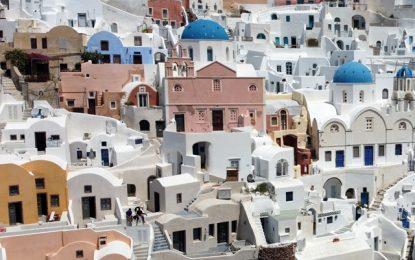 """Τουρισμός με… κορονοϊό: Το μεγάλο στοίχημα της Ελλάδας – Οι νέες ευκαιρίες, οι παγίδες και οι αλλαγές στην """"σεζόν"""""""
