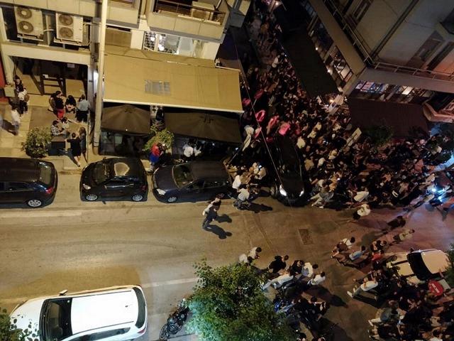 Θεσσαλονίκη: Συνωστισμός με ποτά take away και η μουσική στη διαπασών! Ο ρόλος ενός αυτοκινήτου(Βίντεο)