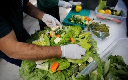 Μεταδίδεται ο κορονοϊός από τα τρόφιμα και το νερό; Όλες οι απαντήσεις από ειδικό