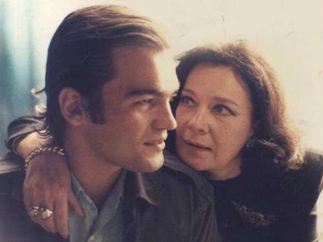 """Κωνσταντίνος Καζάκος: Ξεσπά και απειλεί με μηνύσεις """"Η μητέρα μου δεν ήταν αλκοολική"""""""