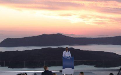 Το ηλιοβασίλεμα της Σαντορίνης ταξίδεψε σε όλο τον κόσμο και διαφήμισε τον ελληνικό τουρισμό