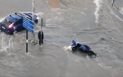ΘΕΣΣΑΛΟΝΙΚΗ: Δικυκλιστής παρασύρεται από τα ορμητικά νερά ( Βίντεο)
