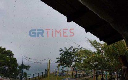Καιρός: Άνοιξαν οι ουρανοί στη Χαλκιδική – Που θα ρίξει χαλάζι(Βίντεο)