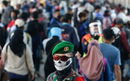 """Ινδονησία: """"Έκρηξη"""" θανάτων και κρουσμάτων κορονοϊού"""
