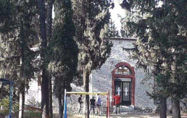 Τρίκαλα: Θρίλερ με πτώμα γυναίκας έξω από εκκλησία(Εικόνες)