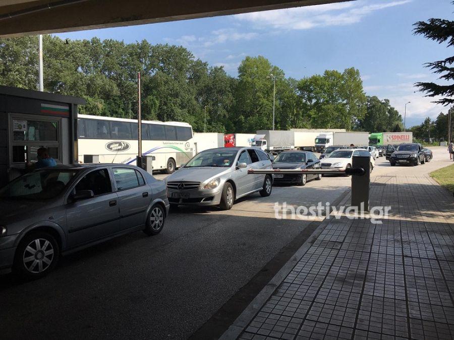 Αυστηροποιούνται τα μέτρα στον Προμαχώνα – Ελάχιστα αυτοκίνητα περιμένουν στα σύνορα (Eικόνες)