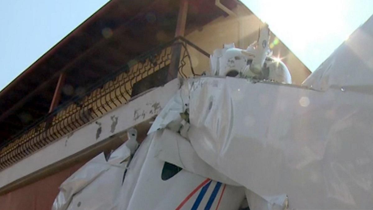 Οι πρώτες εικόνες από το αεροσκάφος που έπεσε στην Πρώτη Σερρών – Δίπλα έχει σούπερ μάρκετ!