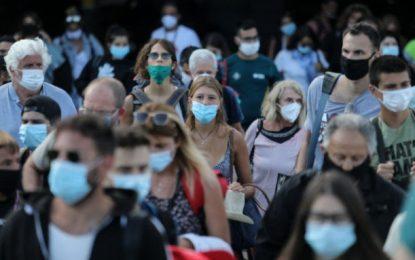 """Κορονοϊός: 5.207 κρούσματα τον Αύγουστο – Μία """"ανάσα"""" από τα νέα μέτρα – Φόβοι για τους διασωληνωμένους"""