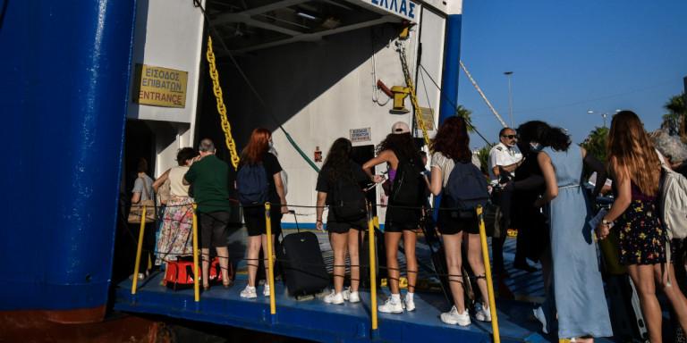Κορωνοϊός: Συνελήφθησαν τρεις 26χρονοι -Εσπασαν την καραντίνα και ταξίδεψαν από Πάτμο για Πειραιά