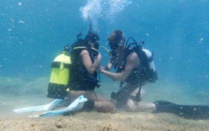 Η πρώτη ελληνική υποβρύχια ταινία ποpνό είναι εδώ! (Εικόνες)