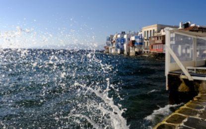 Καιρός: Συνεχίζονται οι υψηλές θερμοκρασίες και οι ισχυροί άνεμοι ως 8 μποφόρ στο Αιγαίο