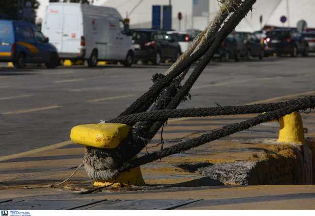 """Πειραιάς: """"Δεμένα"""" τα πλοία στο λιμάνι την Πέμπτη – Απεργούν οι ναυτεργάτες"""