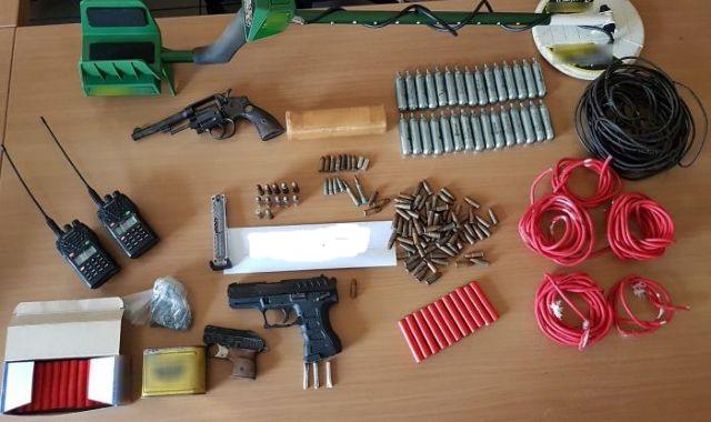 Σε εξέλιξη μεγάλη επιχείρηση της Αντιτρομοκρατικής – Συλλήψεις για όπλα και εκρηκτικά