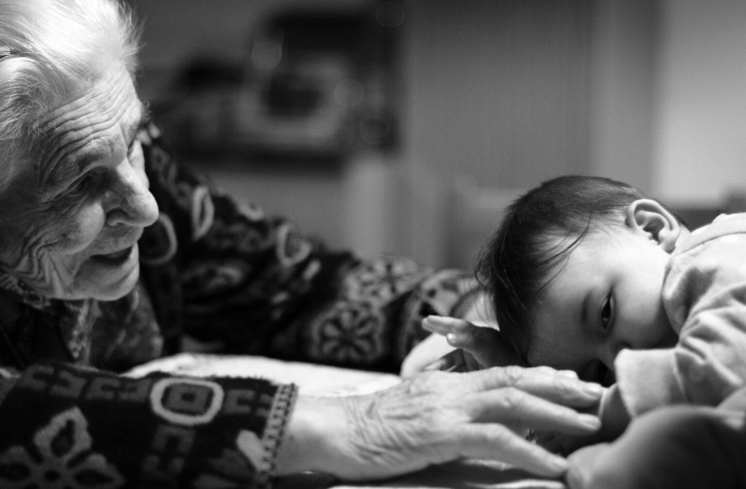 Είναι ευλογία να μεγαλώνεις με παππού και γιαγιά