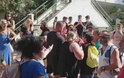 Θεσσαλονίκη: Ένταση στην είσοδο σχολείου με γονείς και μαθητές! Άναψαν τα αίματα πριν το πρώτο κουδούνι (Βίντεο)