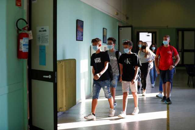 Με μάσκες, αποστάσεις και αντισηπτικά άνοιξαν τα σχολεία και στην Ιταλία